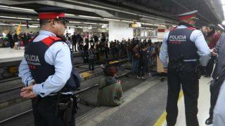 Mossos en la estación del AVE de Barcelona