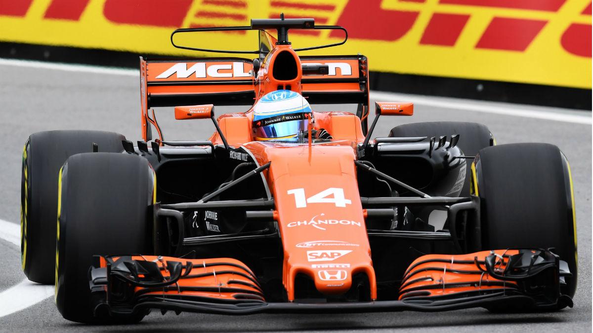Fernando Alonso durante la clasificación en Brasil. (AFP)