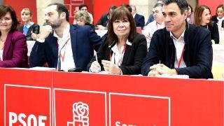 Ábalos, Narbona y Sánchez en el Comité Federal de este sábado (Foto: Efe).
