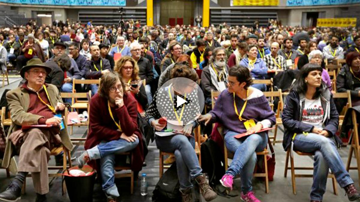 Un momento de la asamblea de la CUP (Foto: Efe).