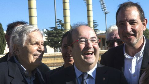 El primer secretario del PSC, Miquel Iceta),  con el diputado Ramon Espadaler y el jurista Carlos Jiménez Villarejo. (Foto: EFE)