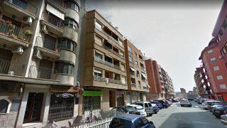 Fachada del número 12 de la calle Pare Castells, de Alzira, donde se produjo el suceso.