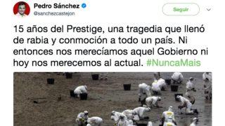 Pedro Sánchez aprovecha el aniversario del Prestige para arremeter contra Rajoy.