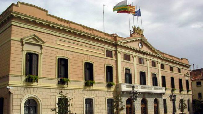 El Ayuntamiento de Sabadell con todas las banderas reglamentarias.