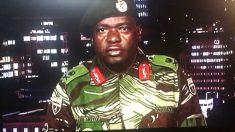 El general Sibusiso Moyo niega un golpe de Estado en Zimbabue. (Foto: AFP)