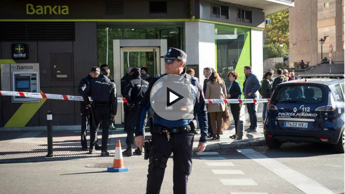 Exterior de la oficina de Bankia atracada en Usera (Madrid). Foto: EFE