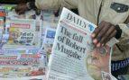 El arresto domiciliario de Robert Mugabe ocupa todas las portadas de la prensa local de Zimbabue. Foto: AFP