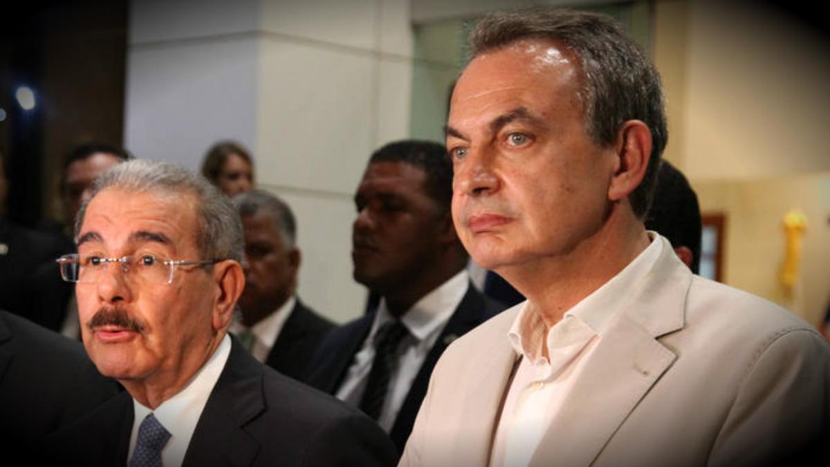 El presidente dominicano Danilo Medina y el ex presidente español José Luis Rodríguez Zapatero, en Santo Domingo.