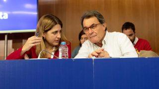 Marta Pascal y Artur Mas. (Foto: EFE)