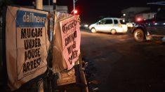 Periódicos de Zimbabue estos días de incertidumbre sobre el futuro del país. (Foto: AFP)