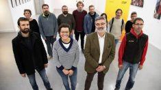 Carles Riera (en tercer lugar) con el resto de candidatos de la CUP al 21-D. (Foto: EFE)