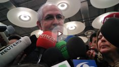 Antonio Ledezma, legítimo alcalde de Caracas, atiende a la prensa en el Aeropuerto Adolfo Suárez-Madrid-Barajas.