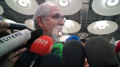 El alcalde legítimo de Caracas, Antonio Ledezma, ante los medios en el Aeropuerto Adolfo Suárez-Madrid-Barajas.