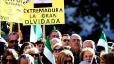 Manifestación de extremeños en Madrid para exigir un tren de calidad (Foto: Efe).
