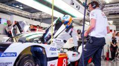 Fernando Alonso prueba el Toyota de Le Mans. (Twitter)