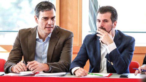 El líder del PSOE, Pedro Sánchez (i), y el secretario general del partido en Castilla y León, Luis Tudanca (Foto: Efe)