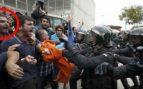 La policía identifica mossos 'de día libre' violentando la ley como piquetes en los colegios del 1-O