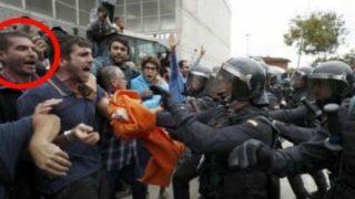 El subinspector de los mossos en uno de los piquetes en los colegios del 1-O