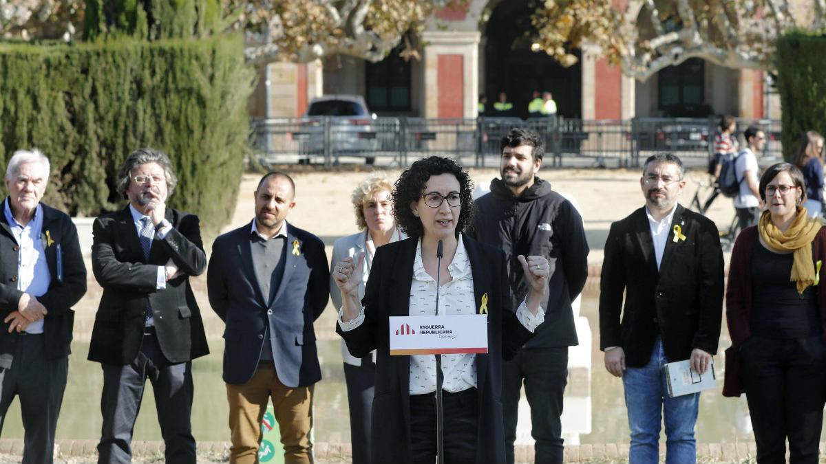 La número 2 de ERC, Marta Rovira, presenta la candidatura transversal junto a escindidos del pSC y de Unió. (EFE)