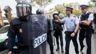 Mossos se encaran con la Policía Nacional el 1-O