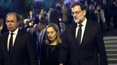 Pío García-Escudero, Ana Pastor y Rajoy a su llegada al funeral (Foto: Efe).