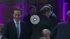 Vila saluda a Rajoy, este miércoles, en Barcelona.
