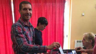 El subinspector de los Mossos Miquel Àngel Cherino votando  el 1-O.