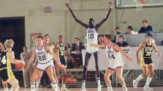 La edad del segundo hombre más alto de la NBA está en entredicho