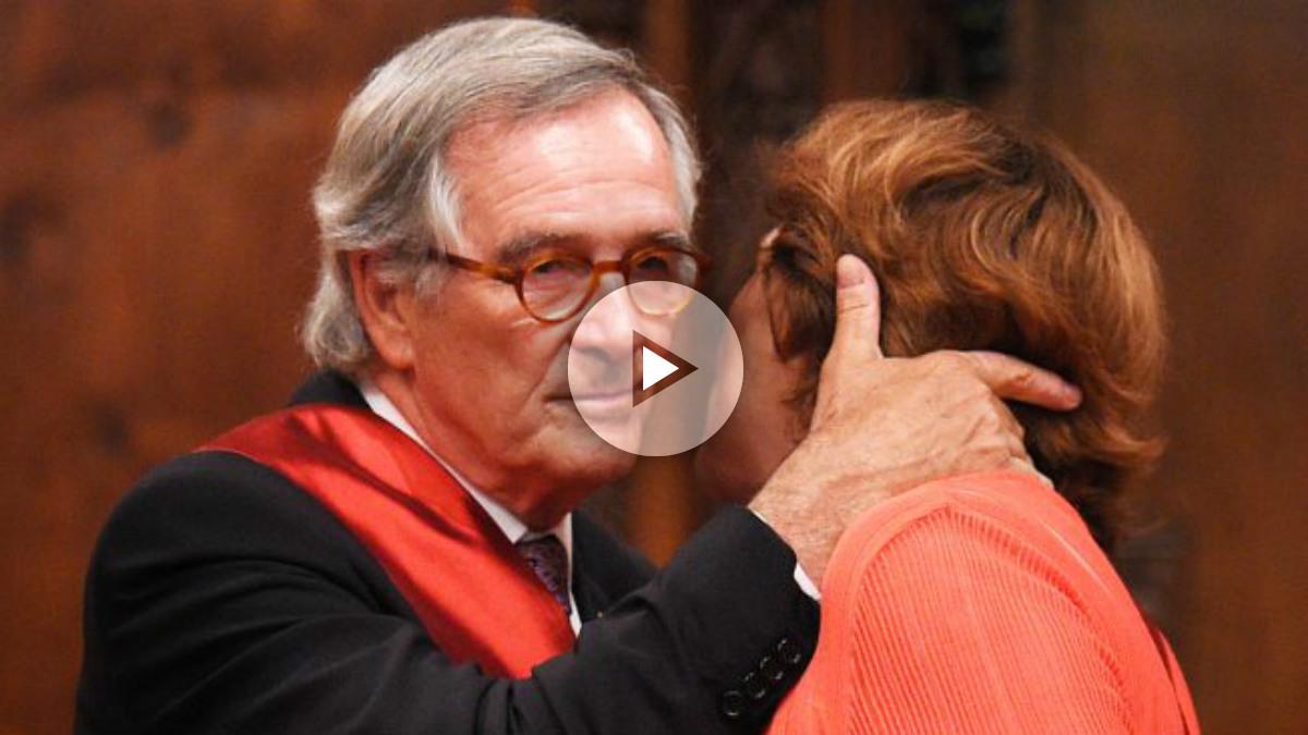 Xavier Trias y Ada Colau en el traspaso de poderes del Ayuntamiento de Barcelona.