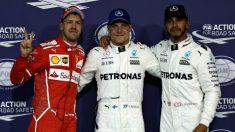 Bottas, junto a Vettel y Hamilton tras la clasificación. (Getty)