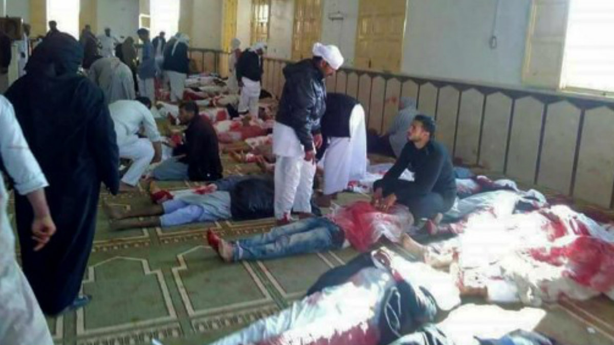 Al menos 311 personas han muerto y 80 han resultado heridas por un ataque con bomba y armas ligeras contra una mezquita en la provincia del norte del Sinaí (Egipto)