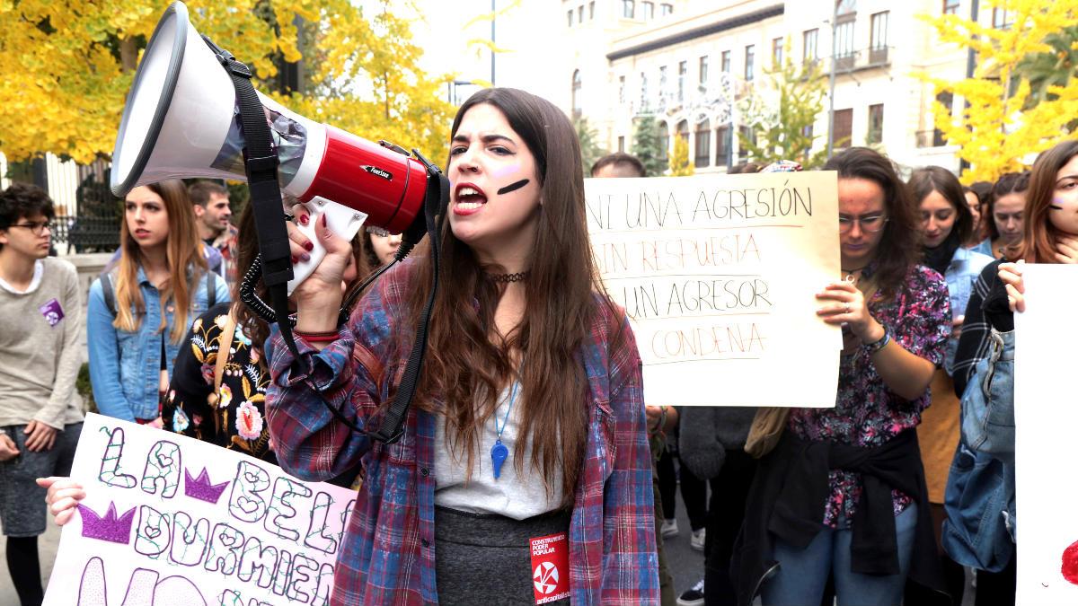 Manifestación en Granada contra la «violencia de género» (Foto: Efe).