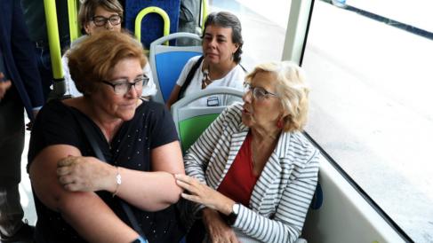 La alcaldesa Manuela Carmena junto a la edil Yolanda Rodríguez en una imagen de archivo. (Foto: Madrid)