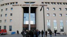 Exterior de los juzgados de Pamplona (EFE). | Sentencia La Manada