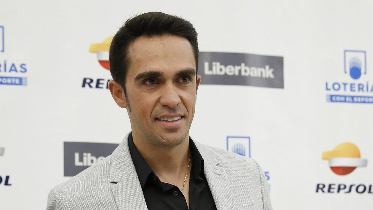 Alberto Contador posa en el acto. (EFE)