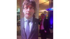 El eurodiputado Ramón Tremosa, con una imagen de Puigdemont.