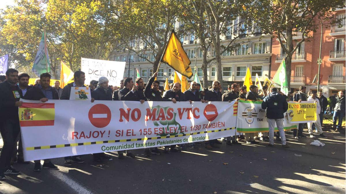 Taxistas paquistaníes en Madrid contra las licencias VTC . (M.V.)