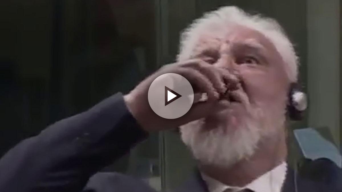 Slobodan Praljak bebiendo veneno
