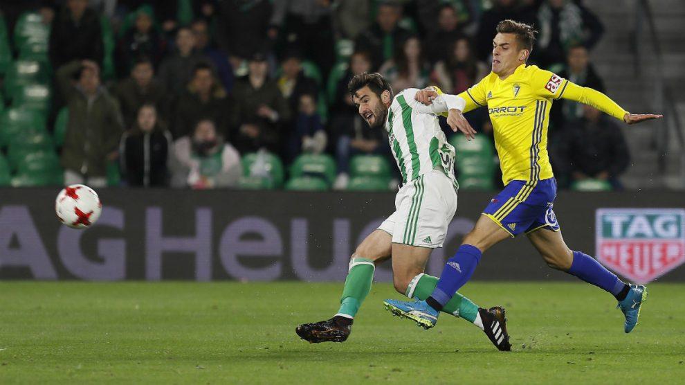 El Cádiz ganó 3-5 en el Benito Villamarín. (EFE)