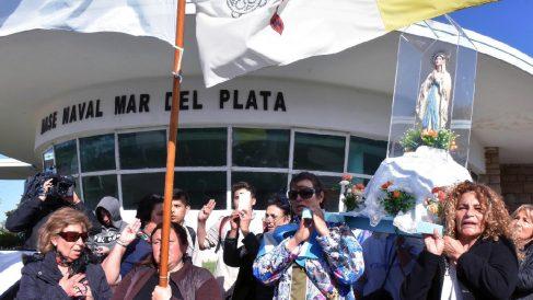Manifestación en apoyo a las búsquedas del submarino argentino desaparecido 'Ara San Juan'.