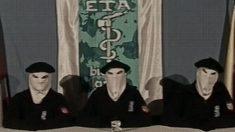 Tres integrantes de la banda terrorista ETA en uno de sus antiguos comunicados.