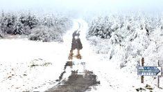 Carretera de montaña cubierta de nieve (Foto: Efe).