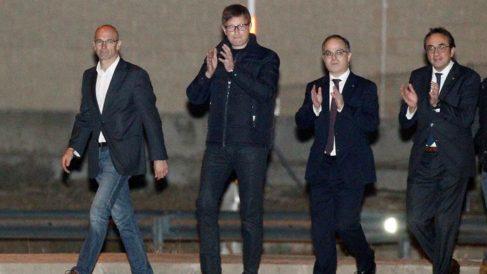 Los ex consejeros de la Generalitat Raül Romeva, Carles Mundó, Jordi Turull, y Josep Rull, a su salida de la prisión de Estremera. (EFE)