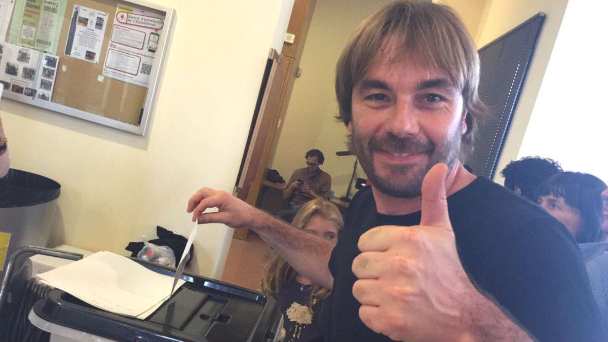 El actor que presentará las campanadas de fin de año en TV3, Quim Masferrer, votando en el referéndum ilegal del 1-O