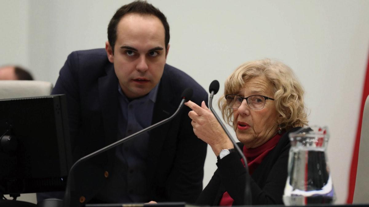 Manuela Carmena junto a José Manuel Calvo, edil de Desarrollo Urbano Sostenible. (Foto: Madrid)