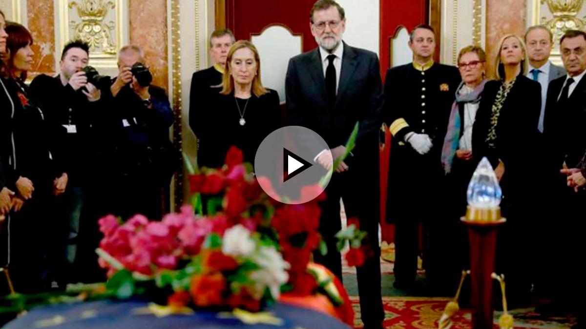 El presidente del Gobierno, Mariano Rajoy, y la presidenta del Congreso, Ana Pastor, ante el féretro de Manuel Marín. Foto: EFE