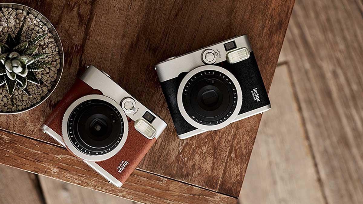 Un tocadiscos, un teléfono fijo o una cámara de fotos pueden ser los regalos retro con los que sorprendas a tus seres queridos esta Navidad