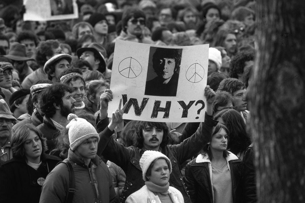 El cantante John Lennon fue asesinado en el portal de su casa hace 37 años.