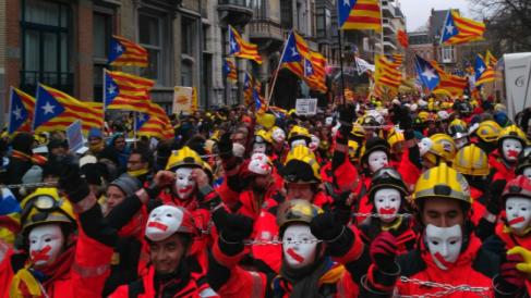 Bomberos independentistas en la manifestación de Bruselas