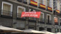 Lona del año pasado del Ayuntamiento que en lugar de 'Access' indica 'Acces' con una ese. (Foto: OKDIARIO)